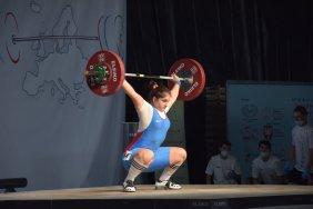 15-year-old Georgian female weightlifter wins European gold